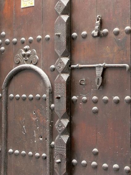 Les lourdes portes